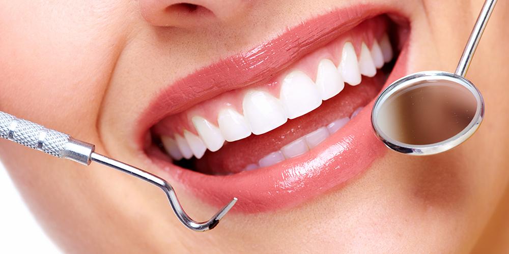 Igiene orale placca e tartaro rimossi con curette ultrasuoni Studio Bianconi dentista Bolzano